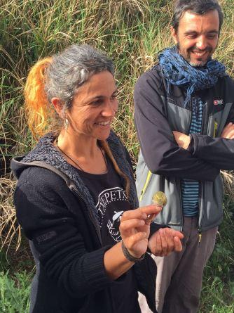 Marina, la anilladora y directora cientifica de este proyecto disfrutando de un Mosquitero Silvador (rara cita)
