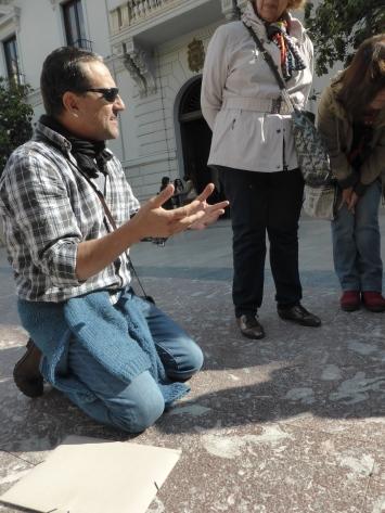 Julio Aguirre a ras de suelo